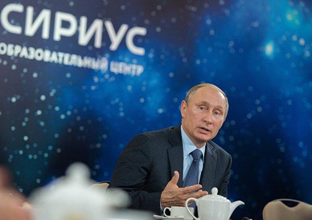 普京表示在重大演讲前经常查阅历史著作