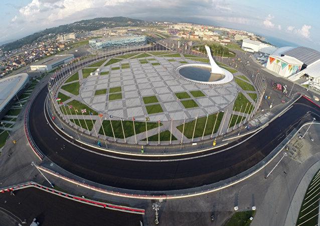 """奥林匹克公园和""""索契""""赛车场外景"""