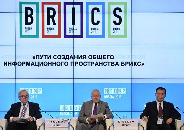 金砖国家主流媒体负责人论坛,莫斯科, 2015年10月8日