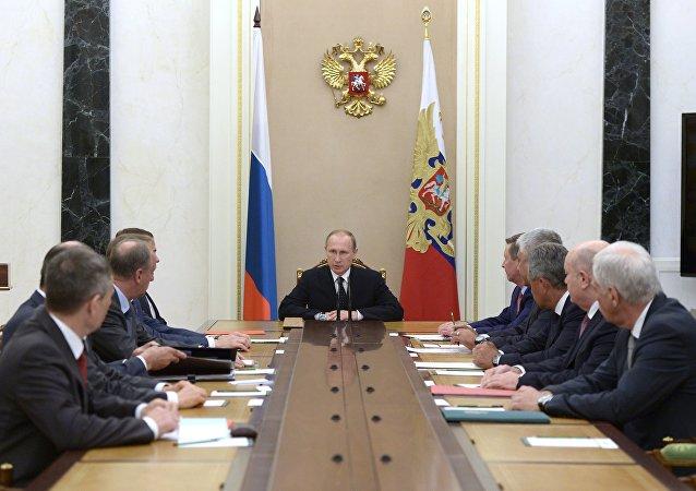 普京與俄聯邦安全會議討論敘利亞局勢和空天部隊作戰情況