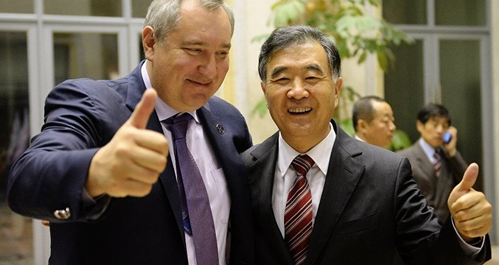 中国副总理汪洋获赠YotaPhone