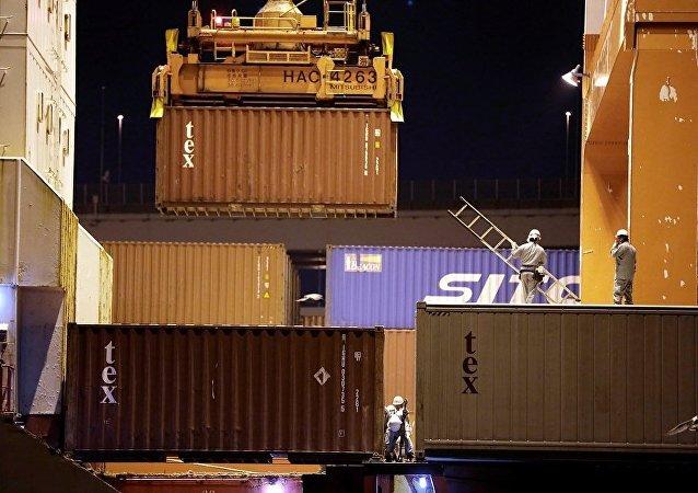 中国外贸额在10月份同比下降12.2%