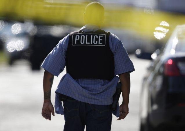 美国警方接到枪击和劫持人质消息后封锁阿尔伯克基市政厅