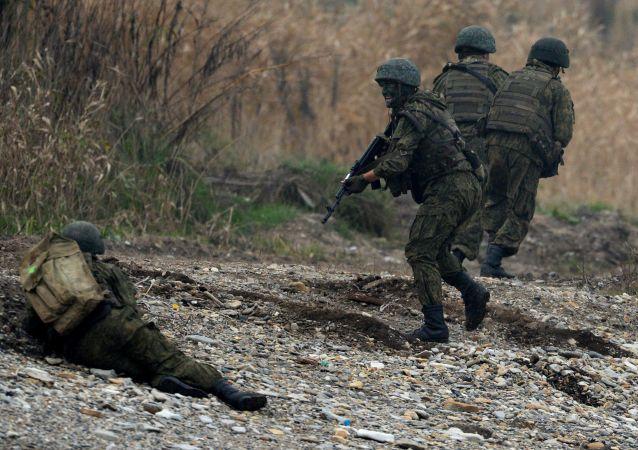俄空降兵代表团抵华了解中国空降兵军官培训情况