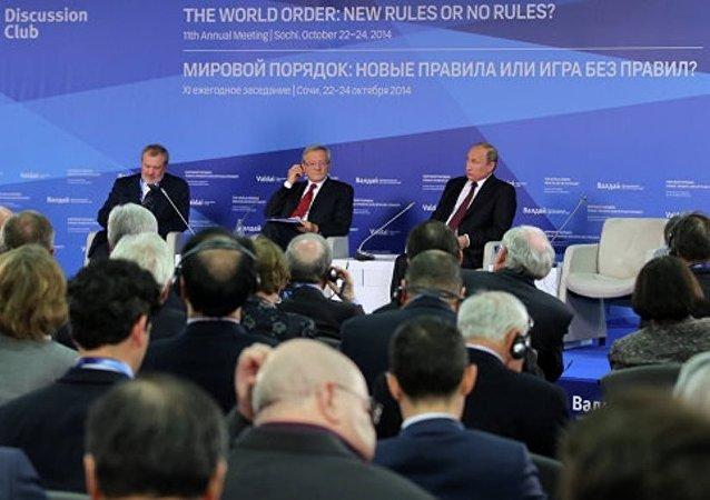 专家在索契瓦尔代国际辩论俱乐部会议讨论最重要国际问题
