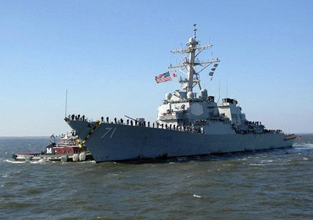 """美国""""罗斯""""号驱逐舰"""
