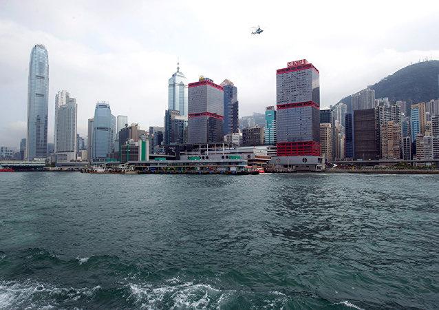 港澳渡輪與水下不明物體相撞導致80余人受傷