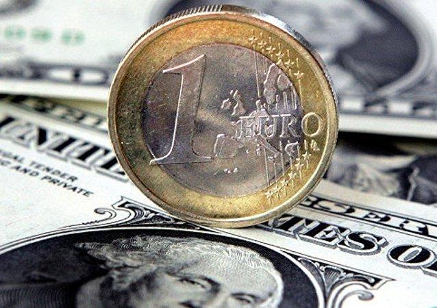 美聯儲或於12月加息 專家預計盧布年底走低
