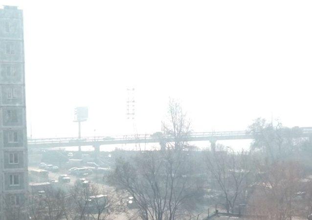 俄远东水文气象中心:哈巴罗夫斯克市区烟雾将于17日前消散