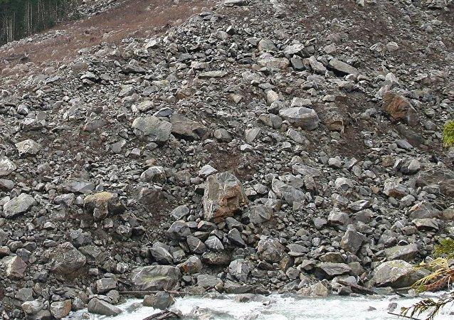 甘肅採石場山體崩塌 5人被埋