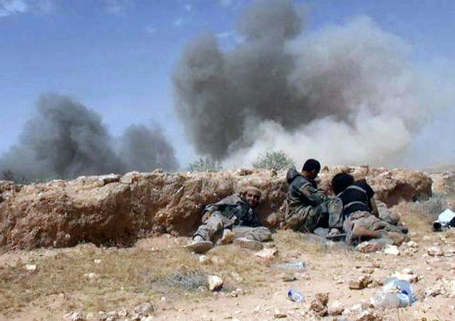 """""""伊斯兰国""""武装分子根据美国要求被允许撤离叙利亚拉卡"""