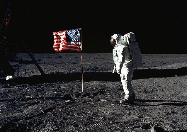 佳士得人類登月50週年紀念拍賣會共拍出90.7萬美元