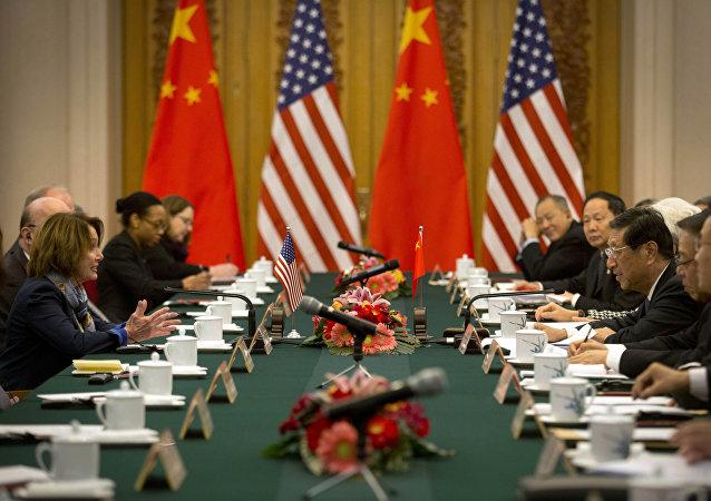 美國國會民主黨代表佩洛西與中國人大會常委員會副委員長張平在北京進行會面