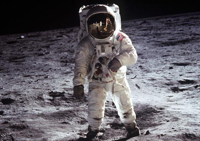 專家在月球岩石樣本中發現古老地球碎石