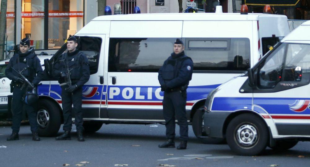 巴黎附近一旅游团遭催泪瓦斯攻击行李被抢