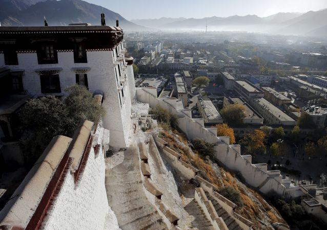 西藏布达拉宫金顶群修缮工程圆满结束
