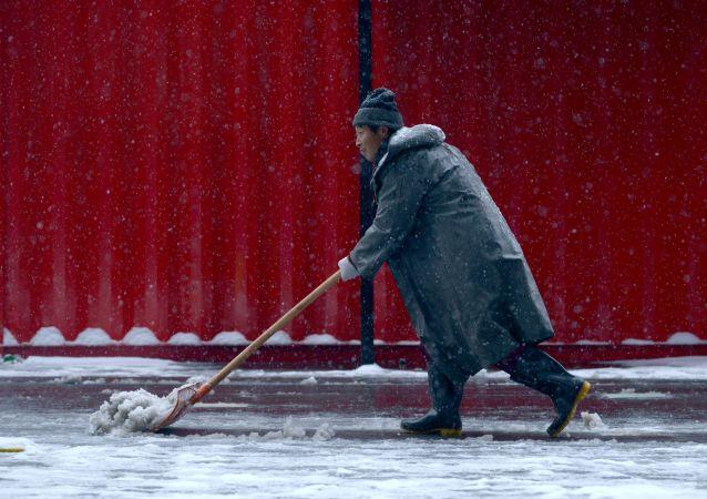 中國東北省份因降雪造成道路塌陷