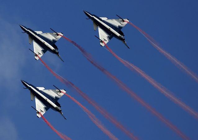 中国空军八一飞行表演队16日启程赴俄参加国际军事技术论坛