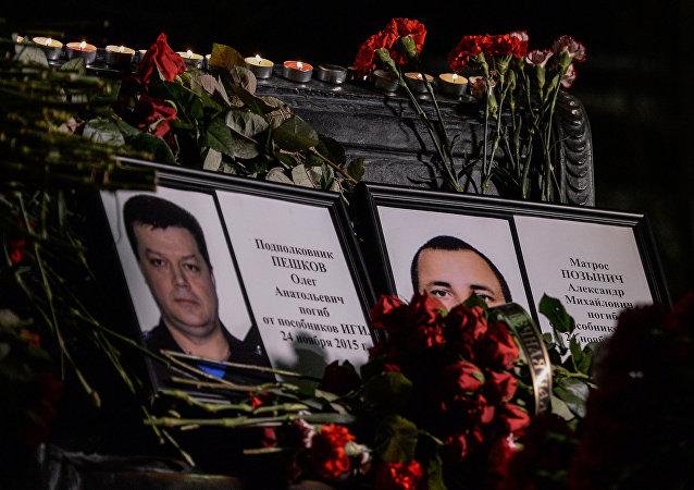 在叙利亚牺牲的陆战队员在其家乡下葬