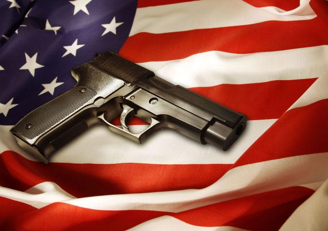 民调:逾半数美国人赞成出台新枪械法