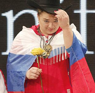 俄罗斯女子举重运动员塔季扬娜•卡什丽娜(资料图片)