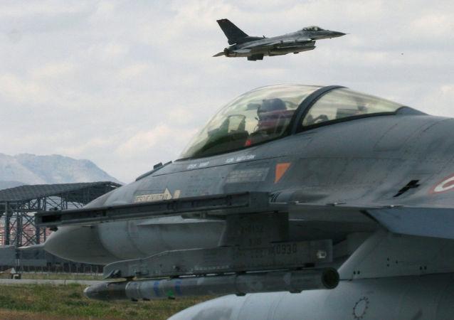 土耳其总参谋部证实对叙利亚和伊拉克库尔德人阵地实施空袭