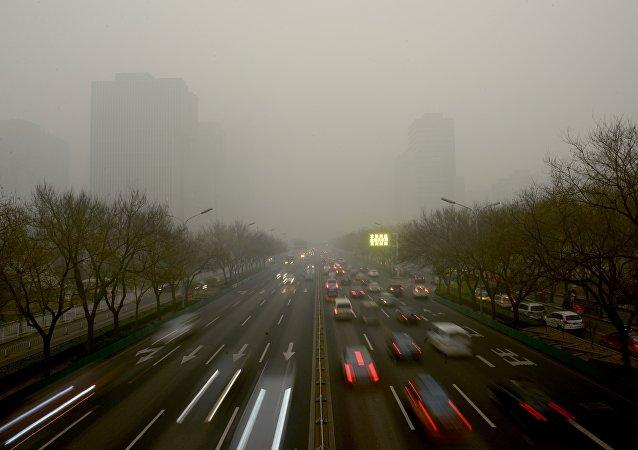"""北京遭遇严重沙尘暴,控制质量达到""""严重污染"""""""