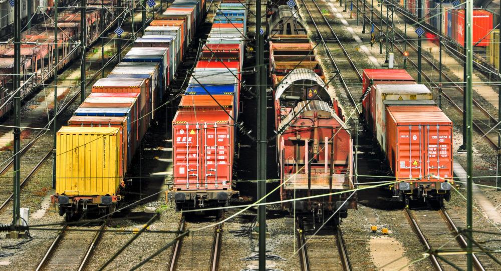 俄铁路集装箱运输公司和马士基集团在中国与卡卢加附近火车站间启动试点列车