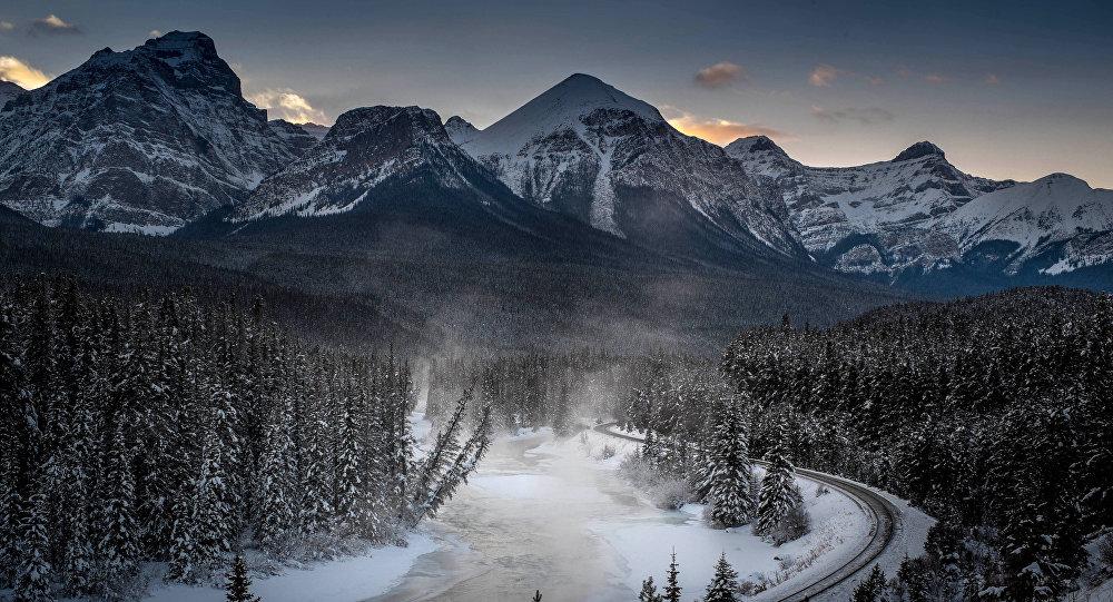科学家在加拿大发现一巨大洞穴