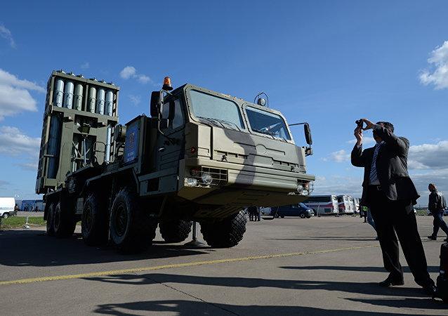 """俄国防部:首套S-350""""勇士""""防空导弹系统将部署在列宁格勒州"""