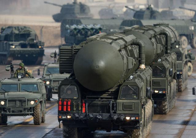 """""""白杨 - M""""洲际导弹的部分装备"""