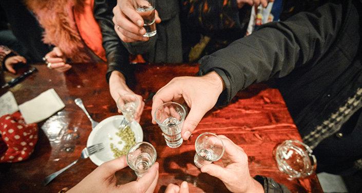 专家:英国酒鬼酒精饮品购买量占全国的68%以上