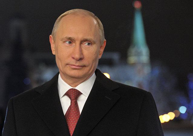 普京:2016是不平凡的一年,但困難造就了團結一心的俄羅斯