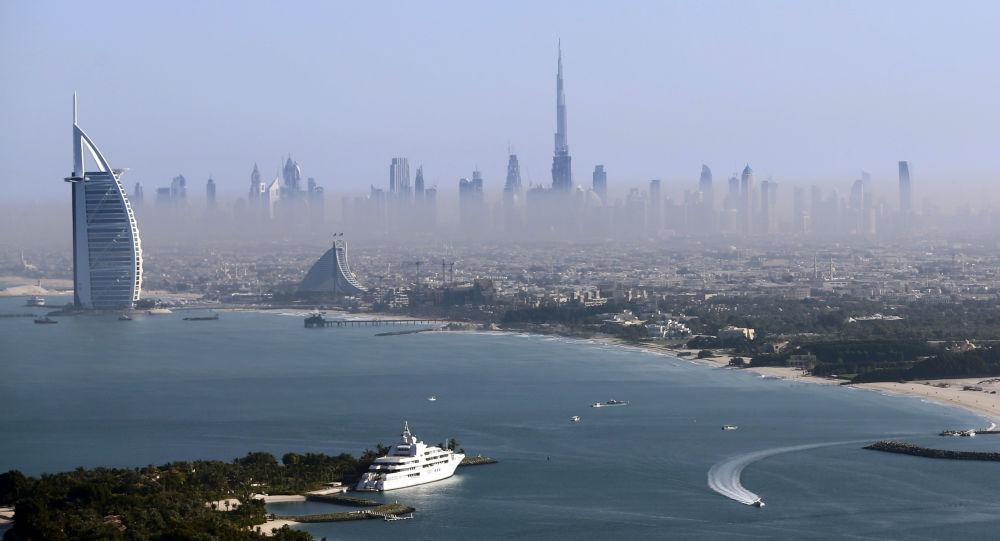 Вид на самую высокую башню в мире Бурдж-Халифа в Дубае, ОАЭ