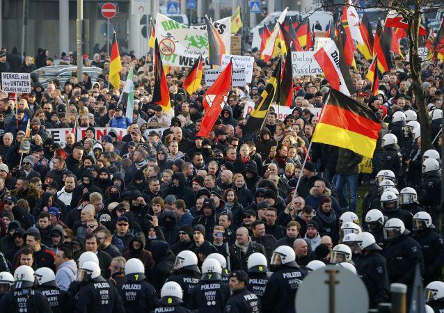 科隆警方驱散Pegida运动示威活动