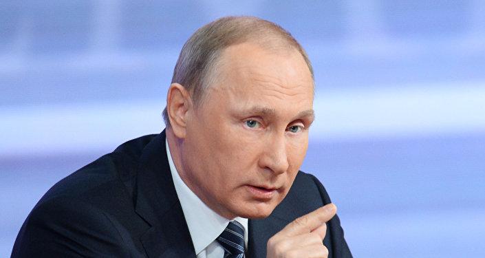 克里米亚恐袭被制止后普京与俄安全会议成员讨论该地区安全措施