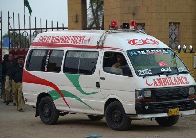 媒体:巴基斯坦公交车发生交通事故造成20人死亡
