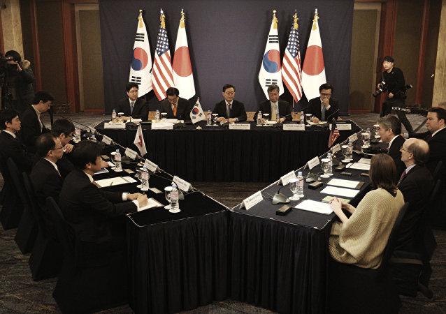 韩国日本美国商定施压朝鲜并与俄中合作