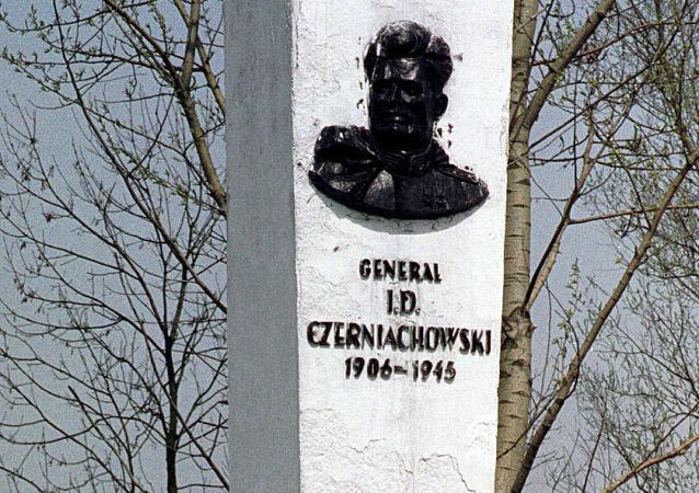 俄外交部:波兰当局纵容亵渎苏联红军纪念碑这类破坏文物的行为