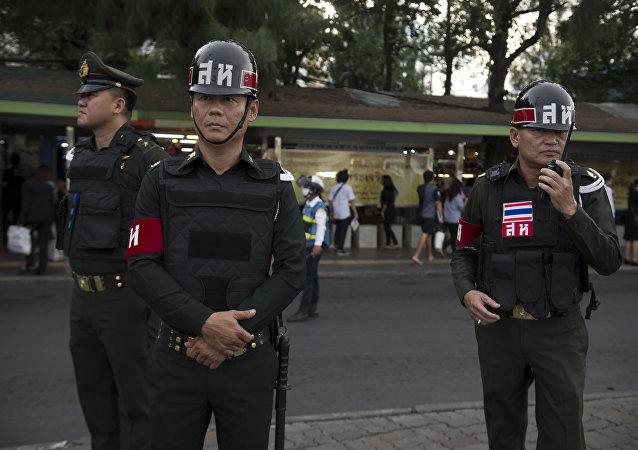 外媒:曼谷市中心交火致2名外国游客丧生