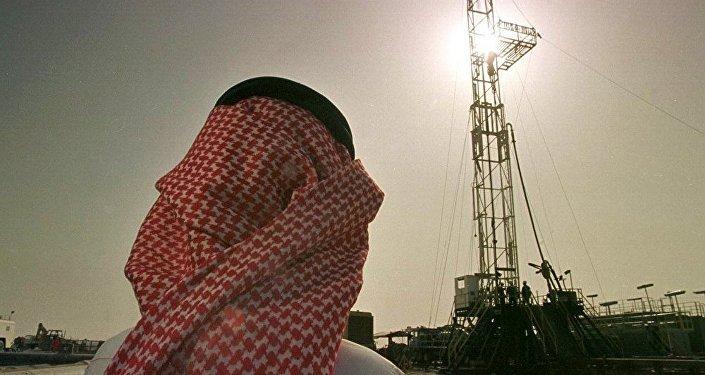 专家:卡塔尔周边局势不会特别影响石油减产协议的执行