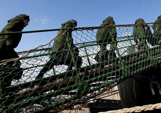 媒體:俄2016年軍費開支將縮減5%