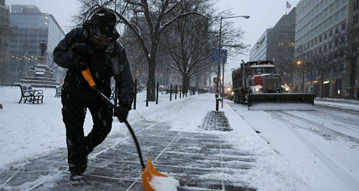 美国11个州因恶劣天气宣布进入紧急状态