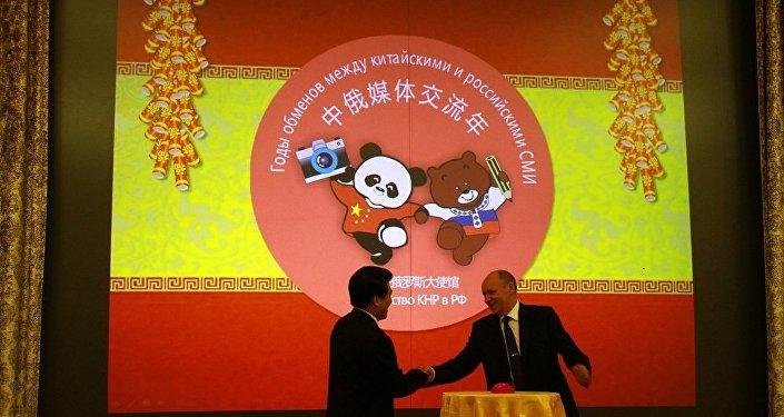 俄联邦总统办公厅副主任阿列克谢•戈罗莫夫和中国驻俄大使李辉