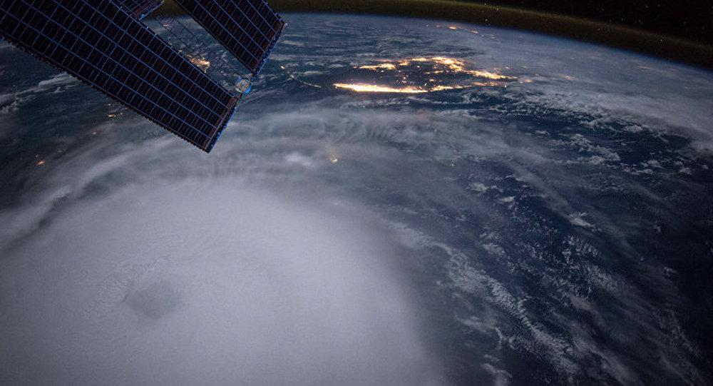 宇航员推特晒暴风雪笼罩美国东部的太空照片