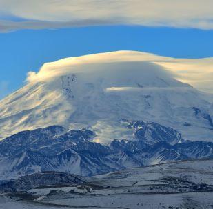 厄爾布魯士山,北高加索