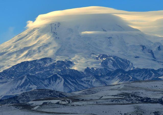 厄爾布魯士山