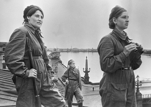 在列寧格勒執勤的女戰士