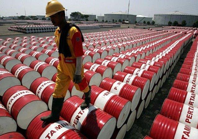 俄2月平均日产油量降至每日1090万桶
