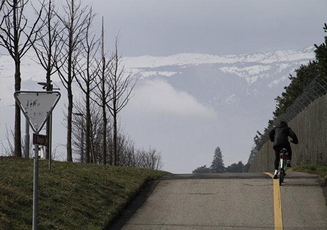 一名苏格兰人创下耗时79天骑自行车环游世界的纪录